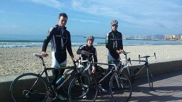 Radim Kovář (vlevo) při soustředění na Mallorce s týmem Merida Biking Team.