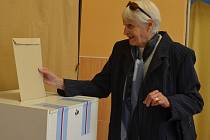 V Boskovicích v sobotu odpoledne volila šestaosmdesátiletá olympionička z Londýna Olga Oldřichová.