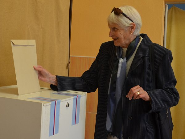 VBoskovicích vsobotu odpoledne volila šestaosmdesátiletá olympionička zLondýna Olga Oldřichová.