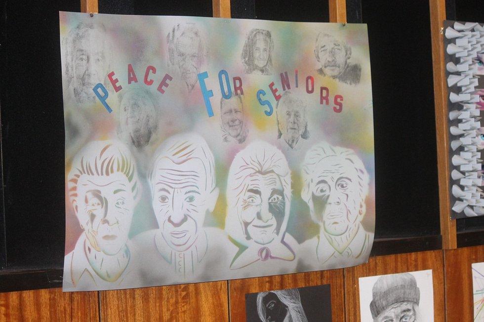 Žáci základních i středních škol tvořili na téma xenofobie, extremismu, bezdomovectví čí rasismu.