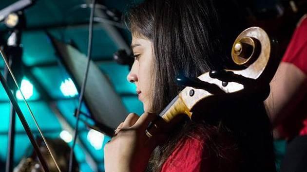 Klavír, violoncello, akordeon. Někdo nezahraje ani na jediný z těchto nástrojů, Karolína Kunčáková z Blanska s přehledem zvládá všechny tři a ještě si k tomu zazpívá.