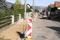 V Klepačově staví nový chodník.