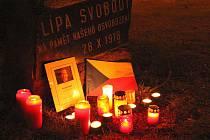 Svíčky na památku zesnulého exprezidenta Václava Havla rozsvítili také lidé v Blansku.