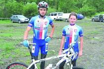V REPREZENTAČNÍM TRIKOTU. Bikeři Radim Kovář a Nikola Hlubinková jsou v hledáčku reprezetačního trenéra Slavíčka.