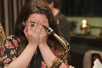 Patnáctiletá Veronika Dražková ze Svitávky hraje na klavír, saxofon a trumpetu.Je členkou letovické kapely Jazzulátka, Velkého dechového orchestru Základní umělecké školy Letovice a orchestru RH Big Band. Z hudebních žánrů ji nejvíce okouzlil jazz.