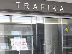 Prostory trafiky v blanenské nemocnici zejí prázdnotou.