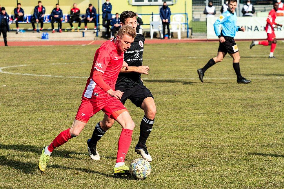 Blanenští fotbalisté (v červeném) na úvod jarní části FORTUNA:NÁRODNÍ LIGY porazili Třinec 2:0.