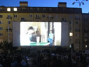 Promítání filmu na náměstí v Blansku