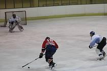 Hokejisté Blanska porazili v přípravném zápase Boskovice 4:2. Hosté přitom vedli po rychlém gólu Tůmy. Odveta se hraje v Boskovicích ve čtvrtek.