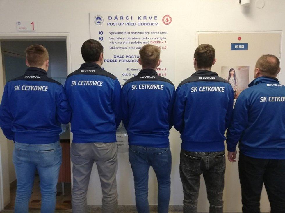 Šest členů fotbalového oddílu SK Cetkovice před časem darovalo krev.