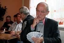 Královskou hru taroky si do blanenské restaurace Punkva přijelo zahrát dvaadevadesát hráčů z celé republiky.