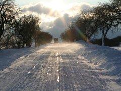 V regionu zkomplikovalo trvalé sněžení dopravu. Podle meteorologů připadne až dvacet centimetrů nového sněhu