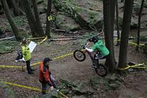 Na kamenitých stráních na Palavou se jel pátý závod mistrovství republiky v biketrialu.