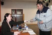 Volby v Závisti měly slabou účast. Přišla necelá polovina voličů.