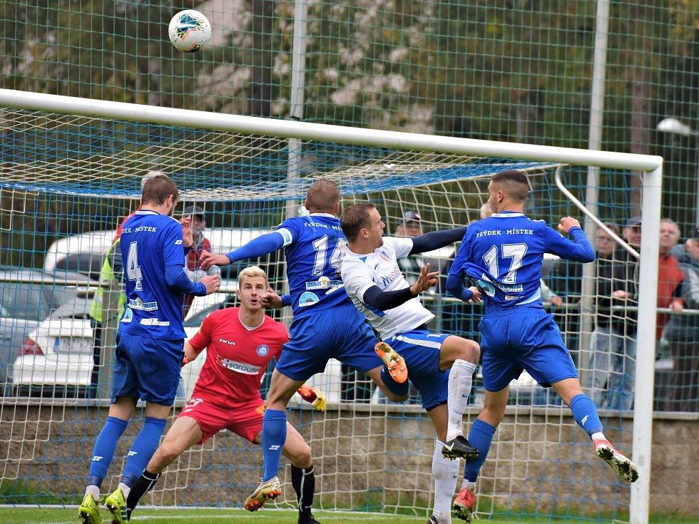 I sedmé utkání na domácím trávníku fotbalisté Blanska (bílé dresy) vyhráli. Ve 12. kole Moravskoslezské ligy porazili MFK Frýdek-Místek 1:0.
