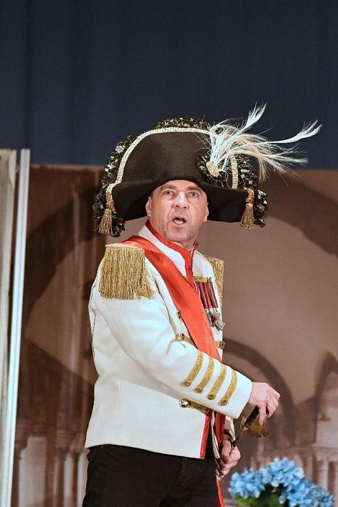 Ladislav Dostál ve hře Ještě jednou, profesore jako kníže Bolkonskij.