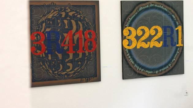 V Galerii Města Blanska vystavuje v těchto dnech výtvarník Eduard Ovčáček.
