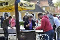 V areálu rájeckého zámku se v sobotu konal pátý ročník soutěže ve vaření gulášů.