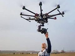 Z dodávky zmizel dron a technika za 400 tisíc.