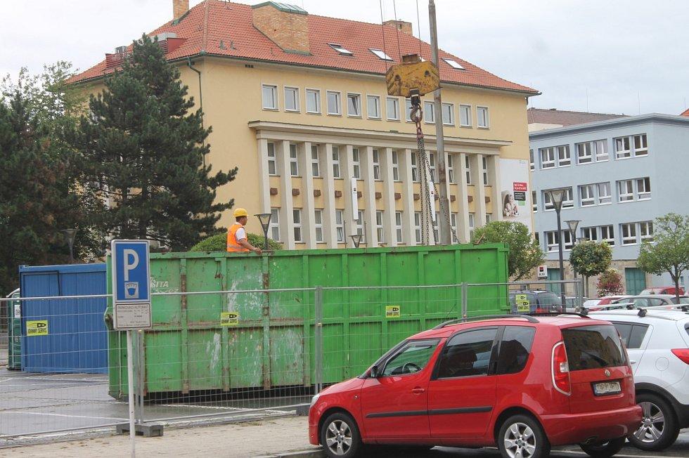 Bourání hotelu Dukla v Blansku.
