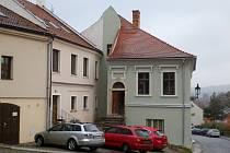 Nová fasáda, schodiště, podlahy, natřená okna. Obnovená výmalba z devatenáctého století nebo opravený kamenný portál. To vše letos opravili Boskovičtí v městské památkové zóně.