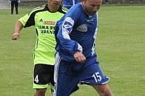 Trenér a koordinátor FC Boskovice Jiří Vorlický (v modrém) při exhibičním zápase proti internacionálům Sigmy Olomouc.