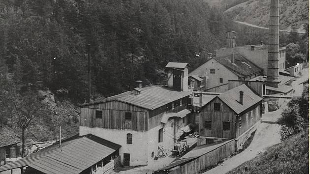 Z historie keramičky v Olomučanech - komplex továrních budov ve Mlýnku.
