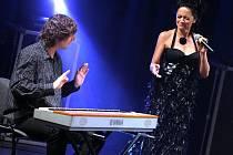 Zpěvačka Lucie Bílá s klavíristou Petrem Maláskem.