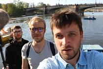 Režisér Tadeáš Daněk z Blanska (na snímku vpravo) se v dokumentárních snímcích věnuje i tématům, která jsou obrazem dnešní doby.
