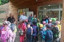 Podnikatelé z Blanenska zajistili dětem z oblasti postižené tornádem výlet do Moravského krasu.