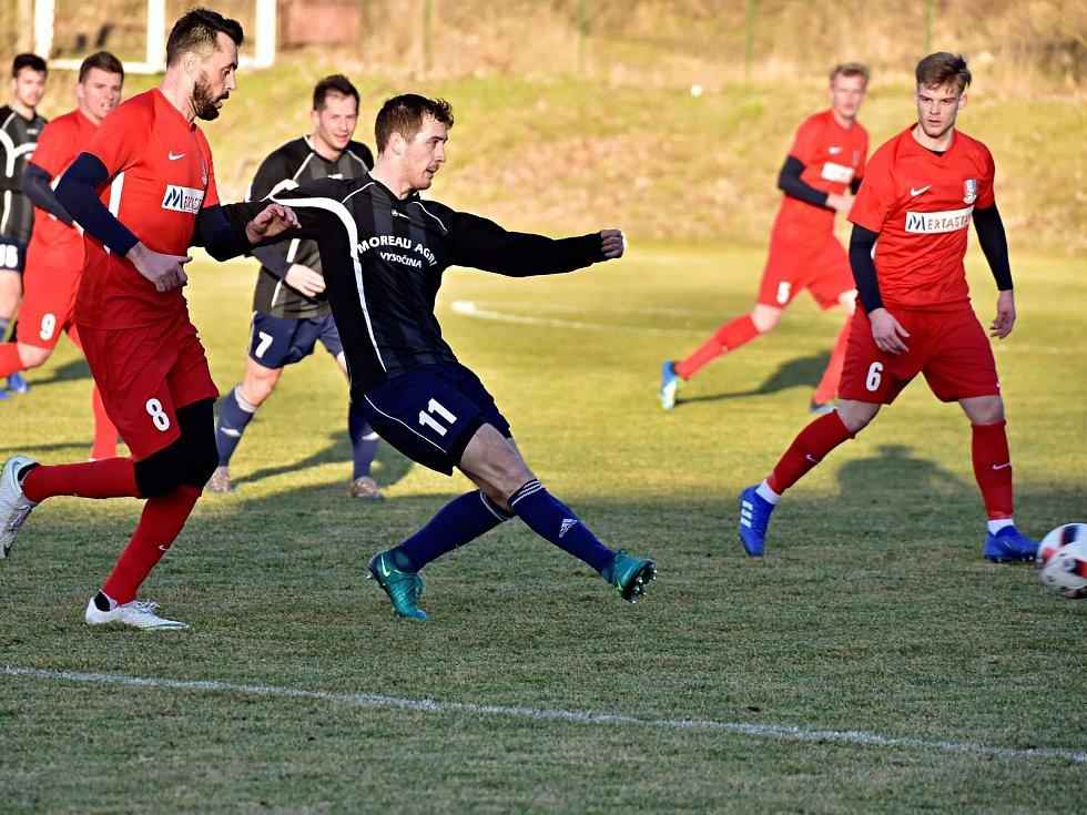 V posledním přípravném utkání na jarní start divize prohráli fotbalisté Blanska (červené dresy) s SFK Vrchonina 0:2