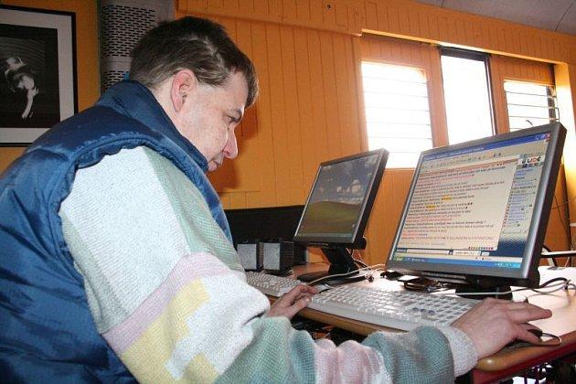 NET VLAK - Cesty za poznáním v měsíci internetu. Do Blanska ve středu přijel železniční vagón vybavený veřejně přístupným internetovým místem s možností konzultací a krátkého bezplatného školení.