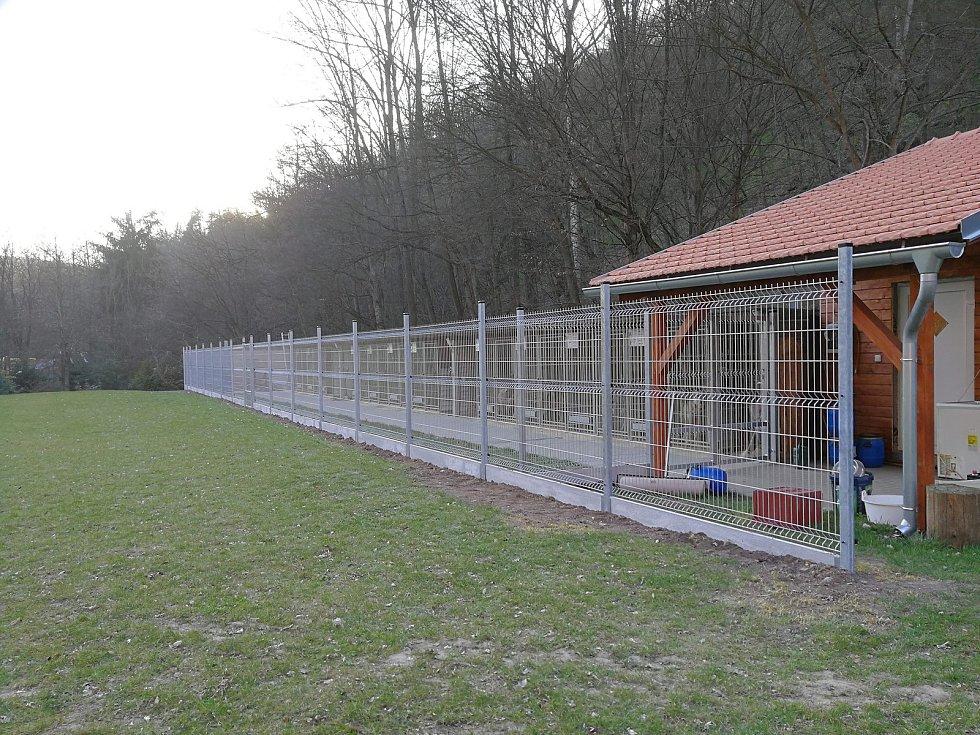 Záchrannou stanici pro československé vlčáky provozuje Vojtěch Radkovič Kouřil už devátým rokem.