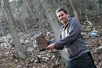 Přibližně šest milionů korun má podle zástupců Adamova stát úprava části velké skládky. Ta se nachází v lese ve svahu mezi sídlištěm Ptačina a tamním hřbitovem.