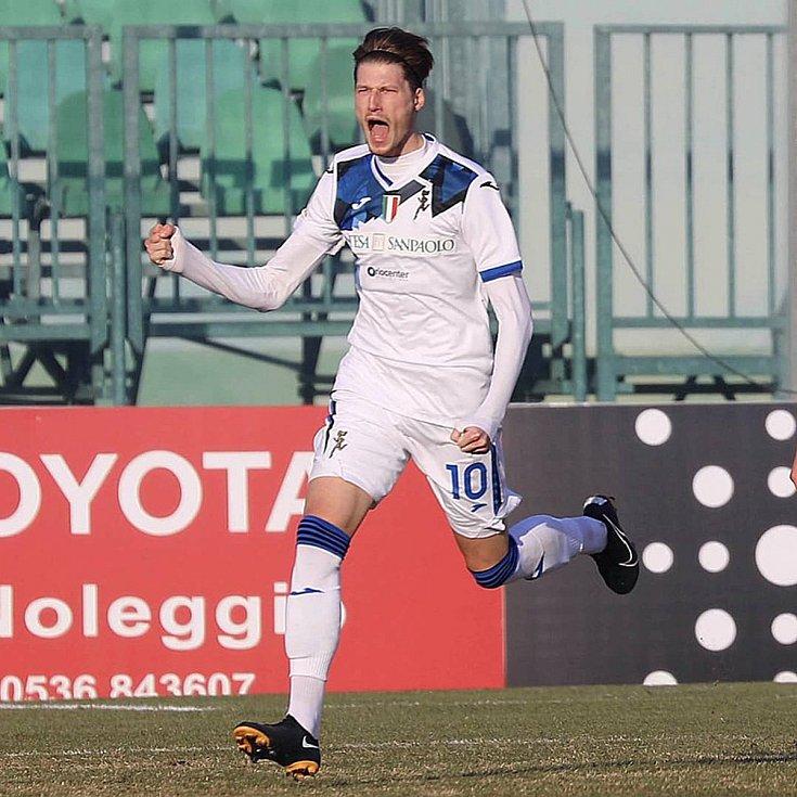 Fotbalista Lukáš Vorlický z Atalanty Bergamo se raduje z branky.
