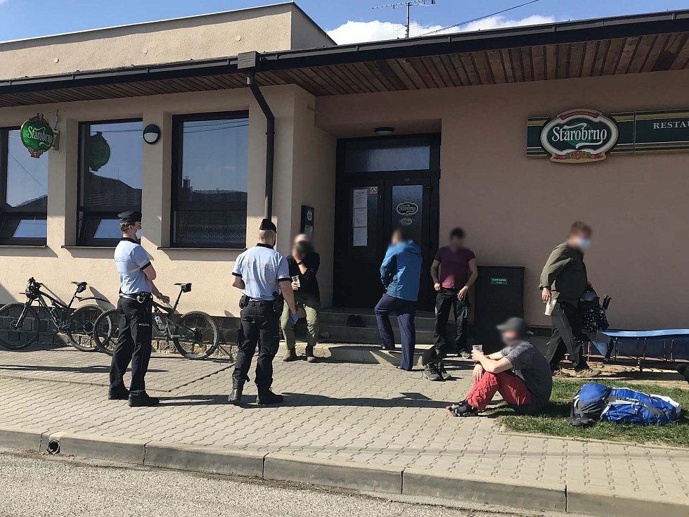 Policisté se věnují kontrolám dodržování nařízení vlády v Brně, ale i ve zbytku jižní Moravy.