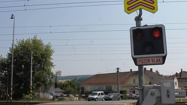 Železniční přejezd v Rájci-Jestřebí.