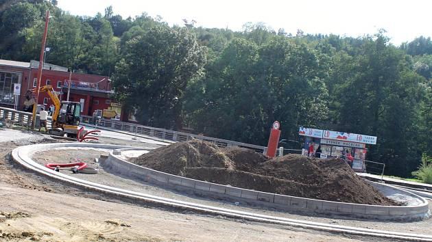 Součástí oprav průtahu Blanskem je i stavba nového kruhového objezdu u Hotelu Macocha.
