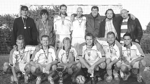 FC BOŽKOV.  Družstvo složené z hráčů a odchovanců FK Apos Blansko a SK Olympia Ráječko dokázalo, že malou kopanou hrát umí.