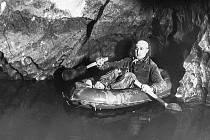 Historické snímky z dvacátých a třicátých let minulého století, kdy se připravovala vodní plavba Punkevními jeskyněmi.