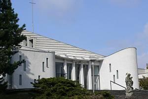 Kostel svatého Josefa v Senetářově.