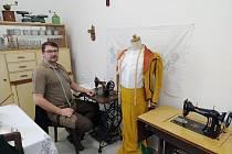 Vitězslav Dufka z Velkých Opatovic na Blanensku sbírá staré šicí stroje.