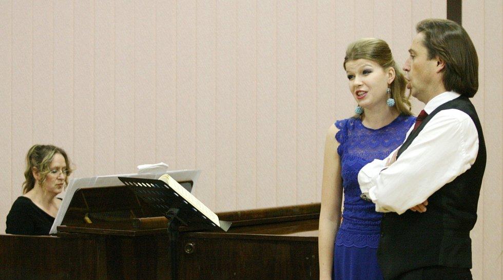 Podvečer plný hudby a zpěvu. Opera, opereta a muzikál. Publikum v Městském kulturním středisku Adamov si ve středu vychutnalo tříkrálový koncert. Výtěžek putoval do tradiční tříkrálové sbírky.