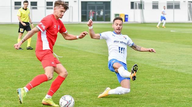 Fotbalisté Baníku Ostrava porazili v pátek 9. října v přípravném utkání na Bazalech druholigové Blansko 4:1. Na snímku vpravo domácí záložník Daniel Holzer.