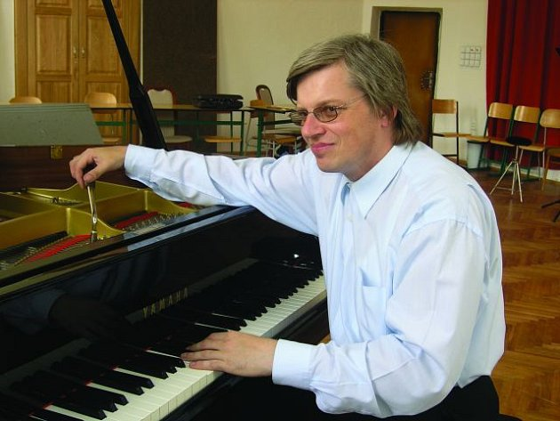 Ladič pian Milan Špidla.