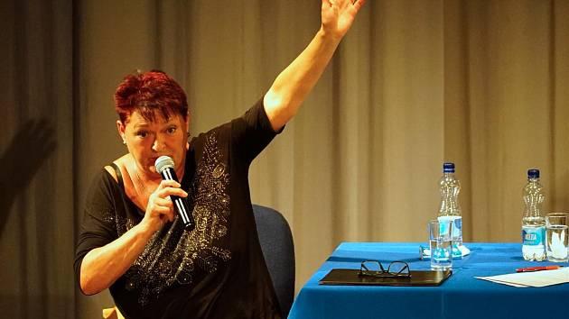 Valérie Zawadská vyprávěla při svíčkách