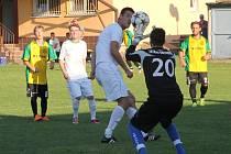 Fotbalisté Ráječka prohráli doma s Bohunicemi (v bílém) 3:2.