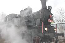 Podívaná na historický vlak, který přivezl nejen Mikuláše a jeho družinu, ale pro mnohé i vzpomínky na časy dávno minulé, přilákala davy návštěvníků.