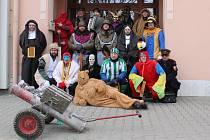 Doubravicí nad Svitavou prošel v sobotu tradiční masopustní průvod masek. Za týden místní pochovají basu.