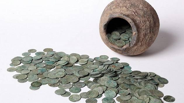 Unikátní nález střbírných mincí na Blanensku.